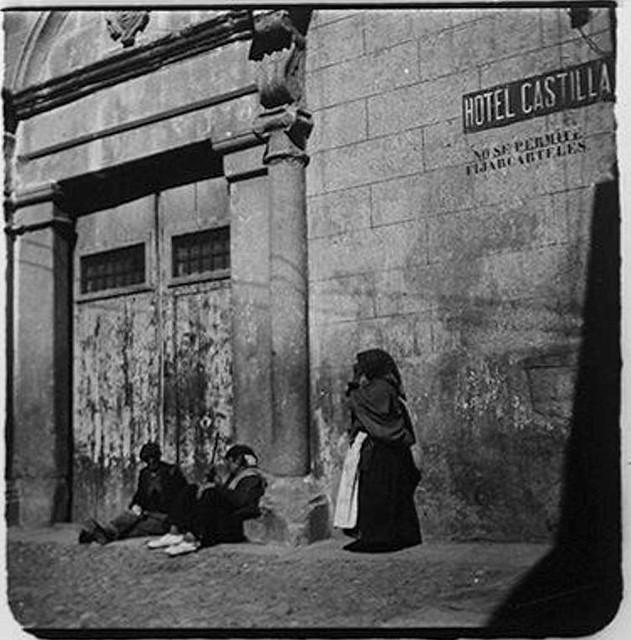 Portada del actual Restaurante La Abadía en la Plaza de San Nicolás en 1900. Fotografía de Augusto T. Arcimis © Fototeca del IPCE, MECD. Signatura ARC-0703_P