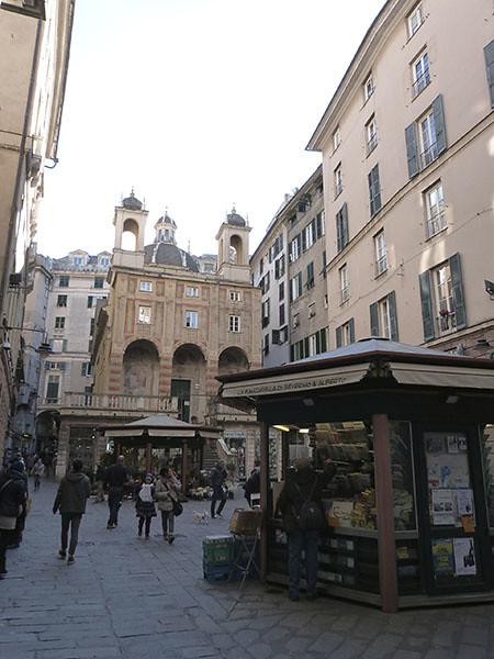 piazza banchi 2