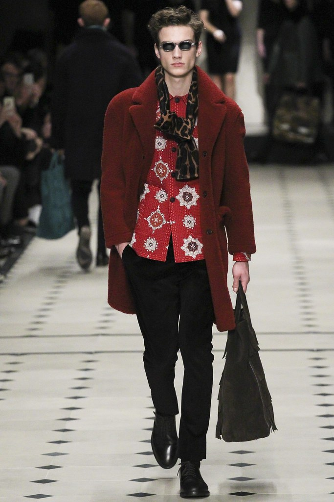 FW15 London Burberry Prorsum025_Serge Rigvava(VOGUE)