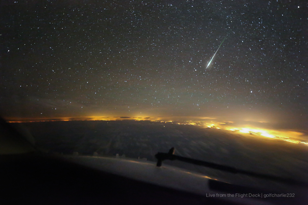 Géminide (étoile filante) vue du cockpit au niveau 380 15851350108_41586a55f2_o