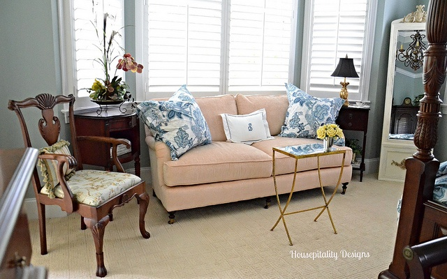 Master Bedroom Sitting Area-Housepitality Designs
