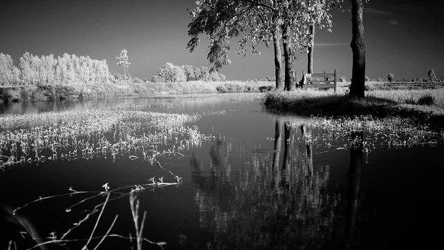 2 Bed lake side processed bw FUJI
