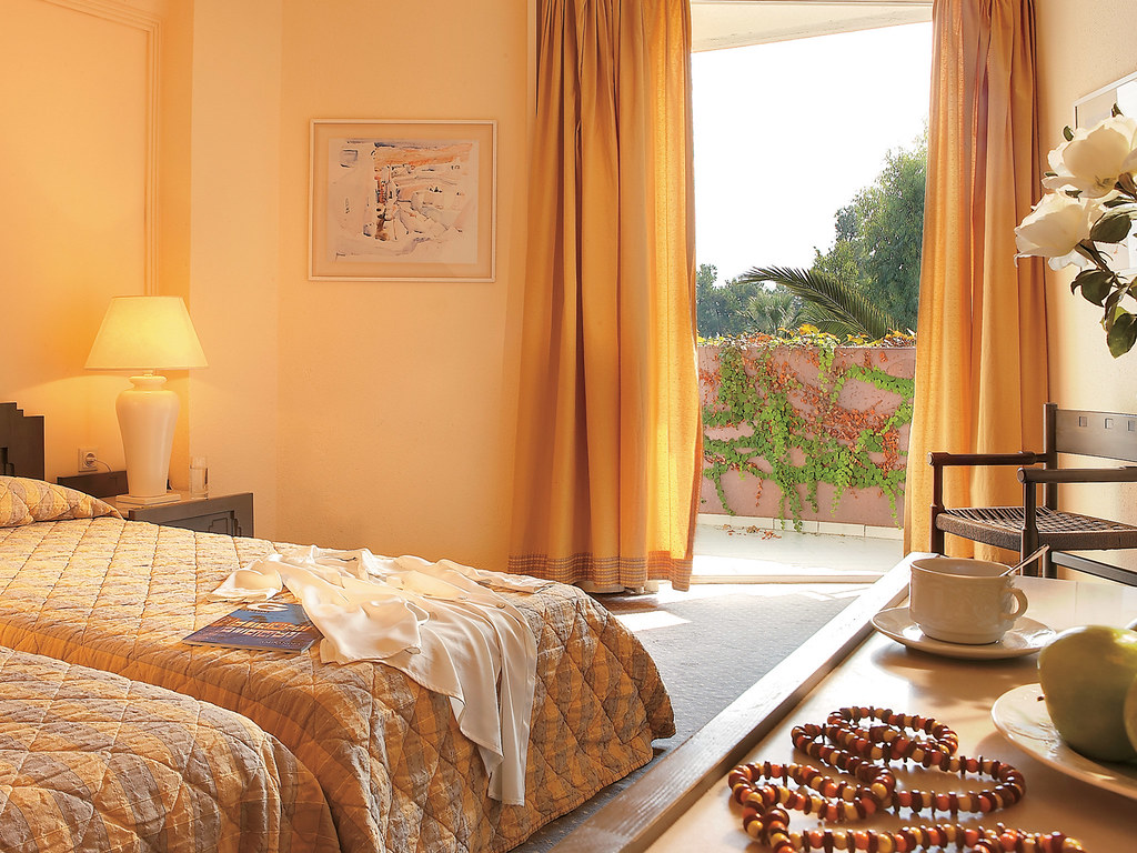 09-double-room-four-star-hotel-chalkidiki-grecotel-greece-5741