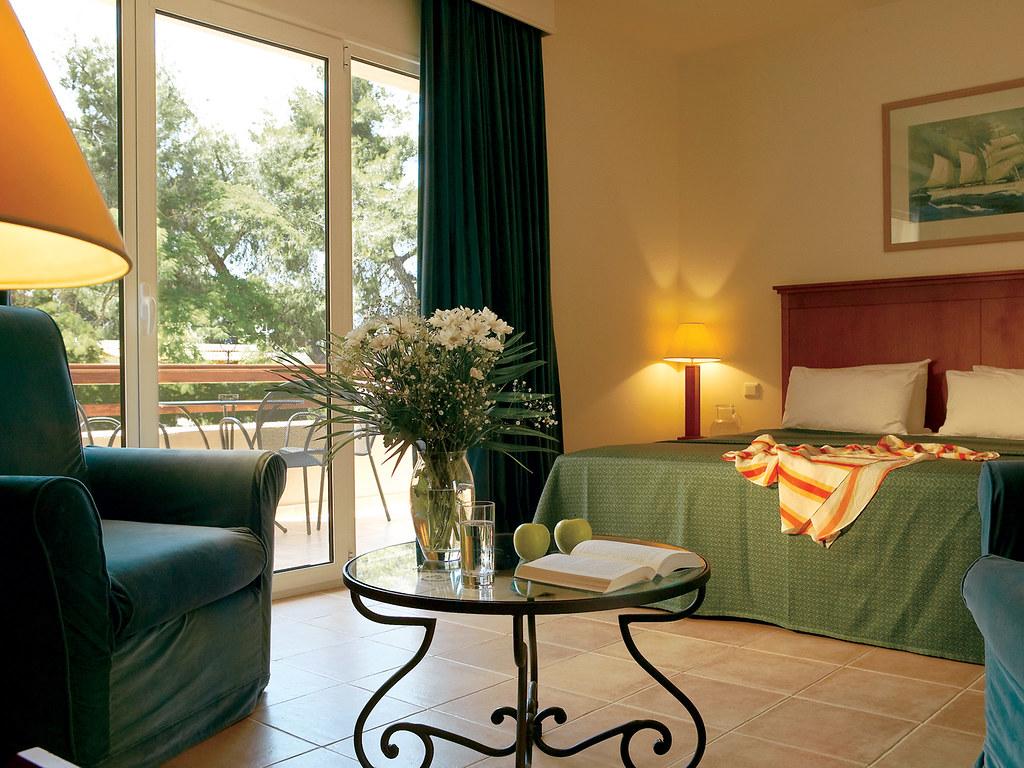 11-family-room-four-star-hotel-resort-chalkidiki-grecotel-greece-5743