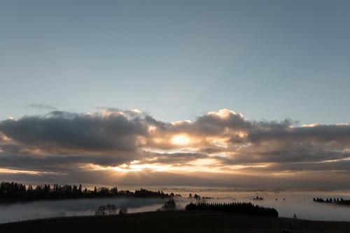 clouds oregon sunrise landscape skies willamettevalley redhillsofdundee redhillsvineyard dundeehillsviticulturearea