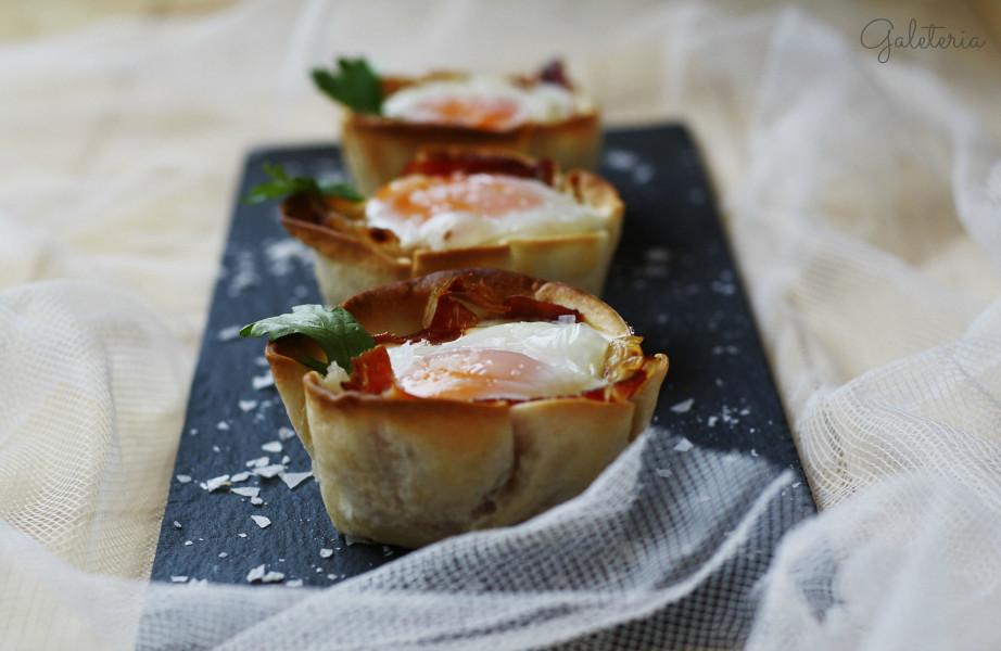 tartaletas-de-huevo-con-jamon