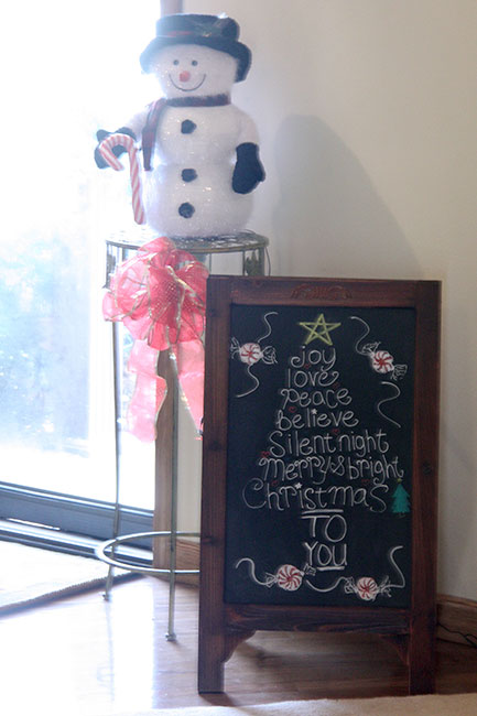 Living-Room_Chalkboard-&-Snowman