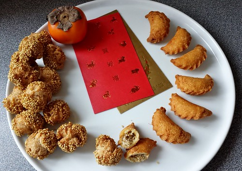 Sesame Fritters 笑口棗 & Crispy Sweet Dumplings 油角
