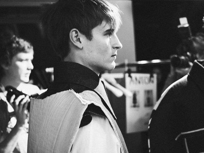 Mikkoputtonen_fashionblogger_london_H&M_design_award_2015_winner_ximon_lee_backstage_show9_web