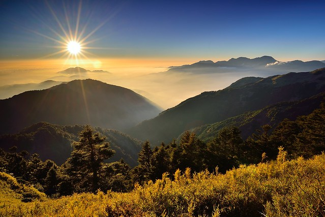 Vincent_Ting - Sunset at Mountain Hehuan u5408u6b61u5915u8272