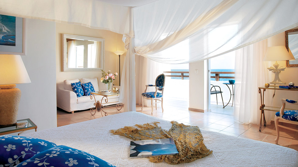 seafront-family-bungalow-suite--master-bedroom-and-living-area--view-5564