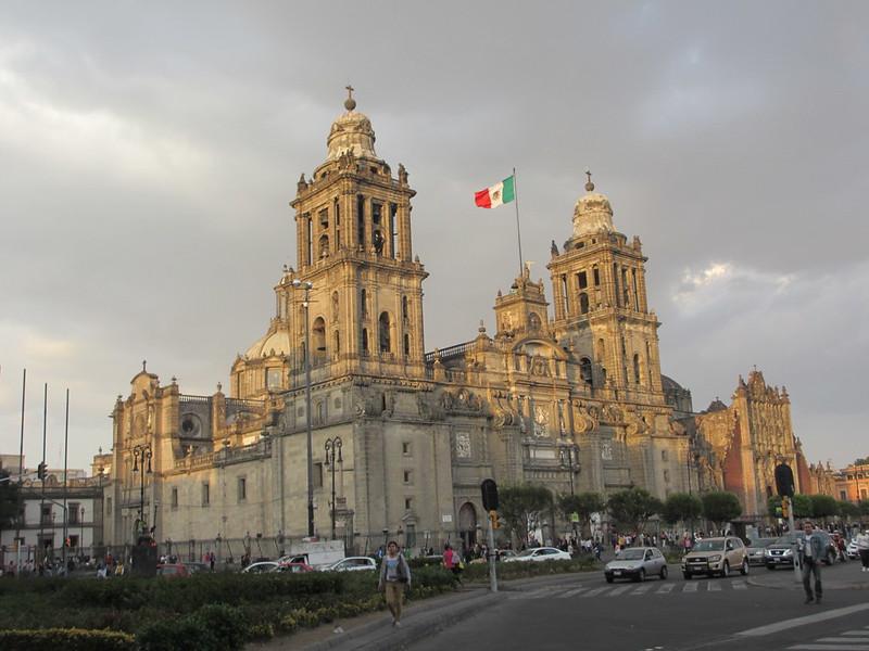 Catedral Metropolitana, Zócalo
