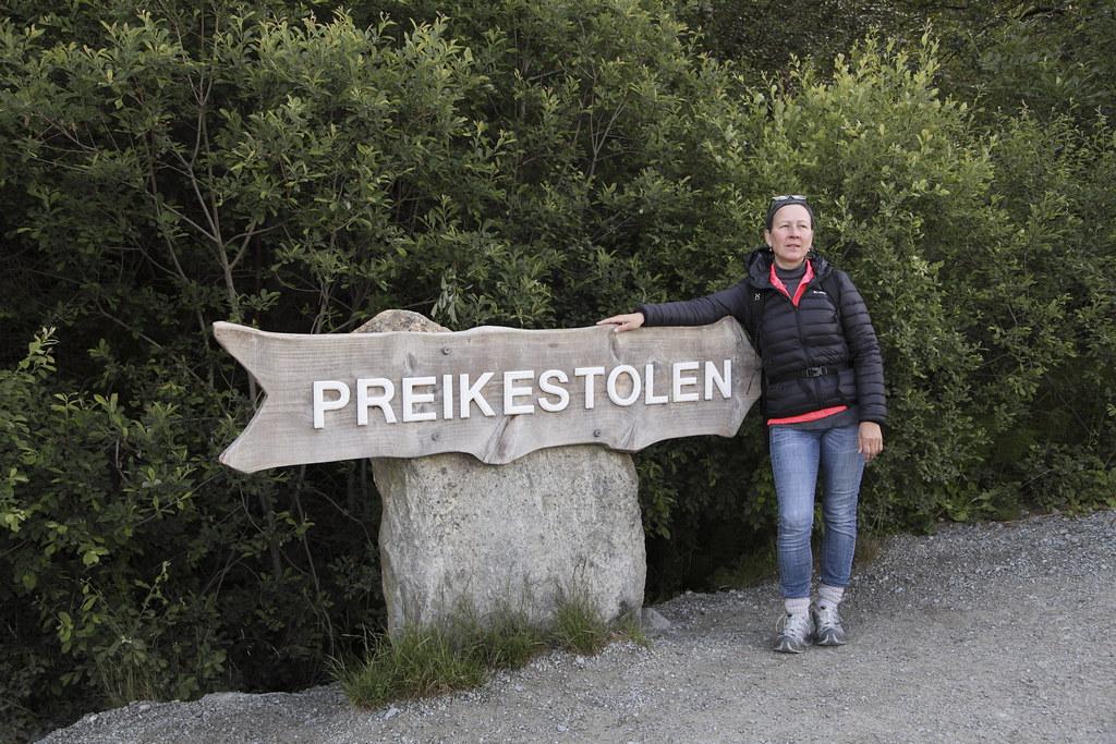 Lysefjorden.  Preikestolen eller Prædikestolen er et fjeldplateau, på nordsiden af Lysefjorden i Forsand kommune, Ryfylke. Det er et kendt turistmål i regionen. Plateauet er nærmest fladt, ca 25x25m og rager 604 moh.   I gammel tid havde plateauet navnet Hyvlatånnå (høvletanden). Over 270.000 mennesker tager turen ud til Preikestolen hvert år. Der er god udsigt over Lysefjorden og højderne rundt om plateauet.  Det var formentlig en frostsprængning for 10.000 år siden som dannede Preikestolen. Kanten af isbræen lå da lige ovenfor fjeldet. Preikestolen har en flere meter dyb sprække tværs over plateauet som formentlig også er et resultat af frostsprængninger. Geologer har konkluderet at Preikestolen er tryg selv om mange ubegrundet tror at fjeldplateauet vil falde ned når de ser sprækken.  Adgang sker via en gangsti fra parkeringspladsen ved Preikestolhytten. I fugleflugt er der 3,8 km, men med en højdeforskel på 330 m og ujævnt terræn kan turen godt tage flere timer.  Vandreturen er på ca. 6 Km og tager ca. 4 timer tur/retur.  Preikestolen blev besteget af klatrere for første gang i juni 2016.