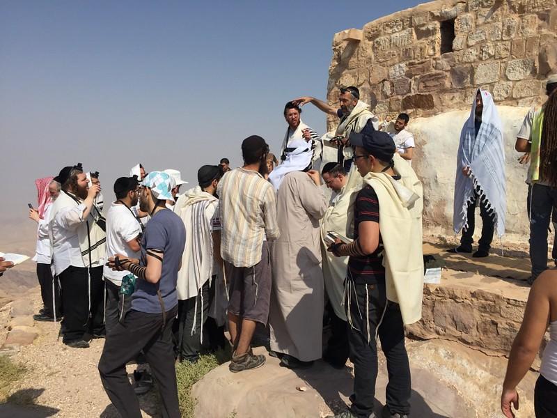 """מסע לציון אהרון הכהן בהר ההר בירדן לרגל יום ההילולה א' אב תשע""""ו 2016"""
