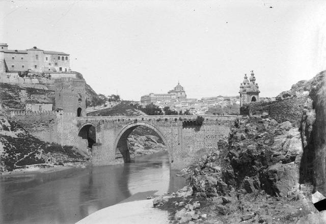 Puente de Alcántara en 1901. Fotografía de René Ancely © Marc Ancely, signatura ANCELY_1901_2920_2919