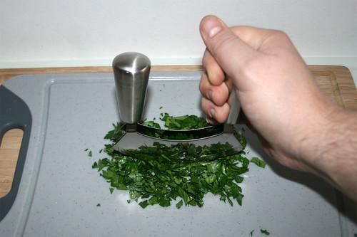 18 - Petersilie zerkleinern / Mince parsley
