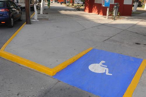 Infraestructura urbana para discapacitados en colonias de la capital potosina