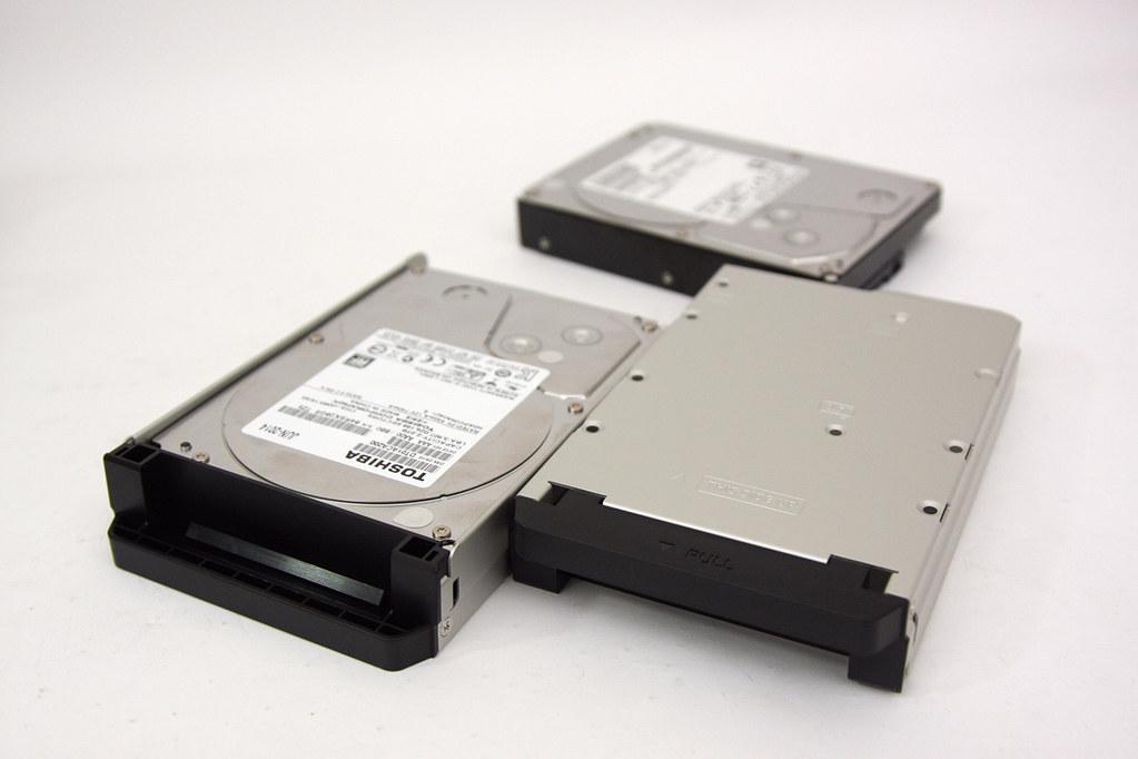 NAS也可以這麼有型?客廳影音視覺饗宴專用NAS - QNAP HS-251+Toshiba DT01ACA200靜音硬碟介紹