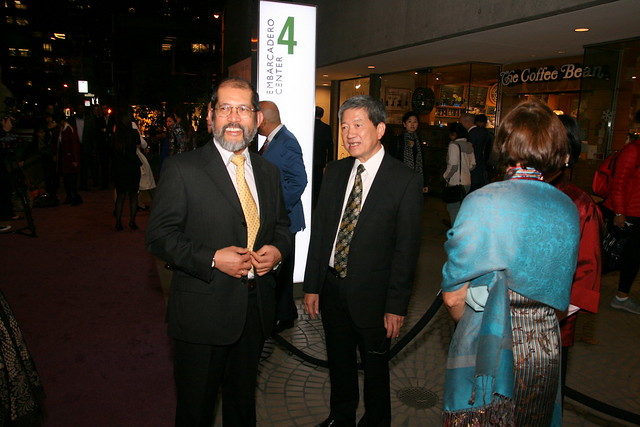 Mr Ip Yiu Tung (middle) with guests