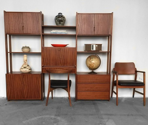 ***ON DECK***Midcentury Modern Freestanding Modular Wall Unit (1960s)