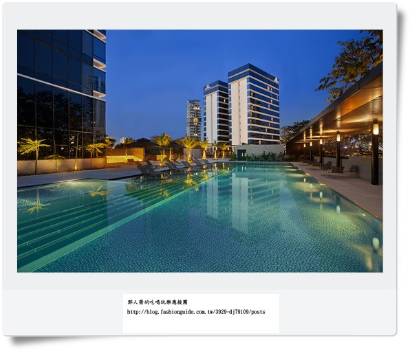 Ramada Singapore - Pool (Evening)