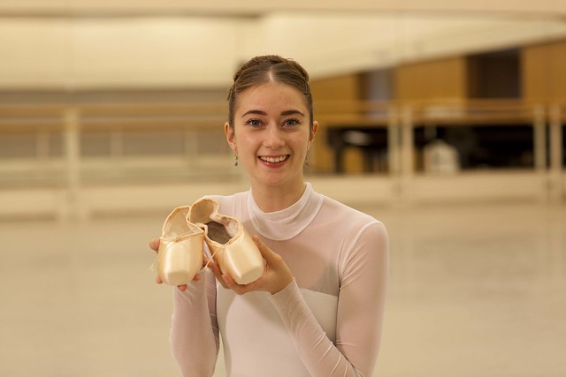 Artist Hannah Grennell supporting The Royal Ballet's Pointe Shoes Appeal © ROH, 2015.