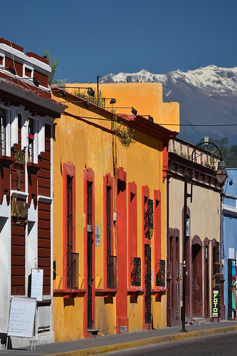 street city travel summer orange yellow america mexico calle san colorful view sommer central tourist pedro amerika cholula andrés hidalgo iztaccihuatl mellemamerika