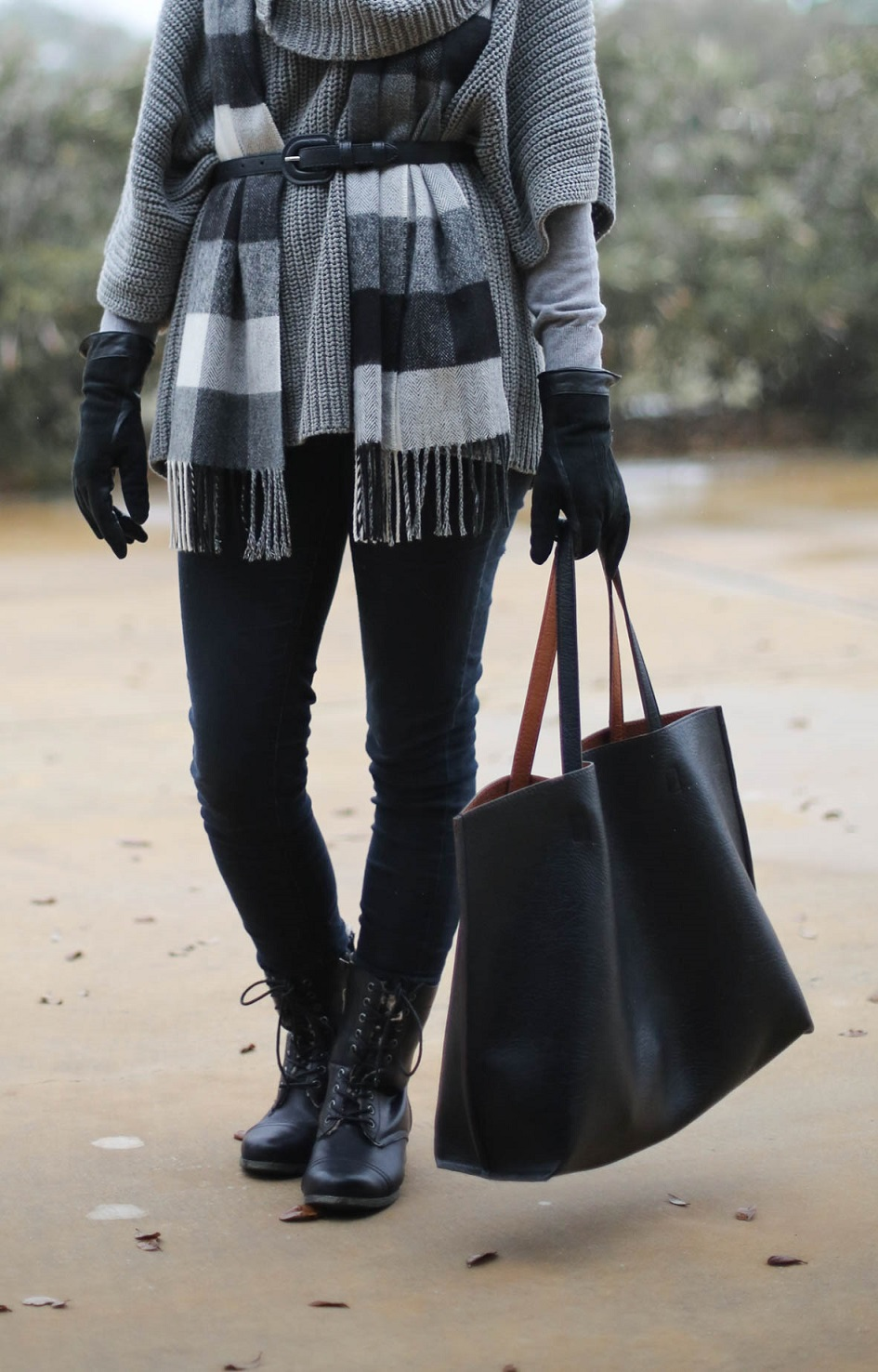 black and grey outfit, austin style blog, winter outfit ideas, nordstrom reversible tote bag, austin texas style blogger, austin fashion blogger, austin texas fashion blog