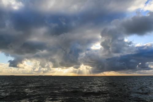 sunset sea cloud sunlight seascape clouds germany deutschland outdoor sunrays schleswigholstein nordfriesland dagebüll dagebüllhafen dagebøl