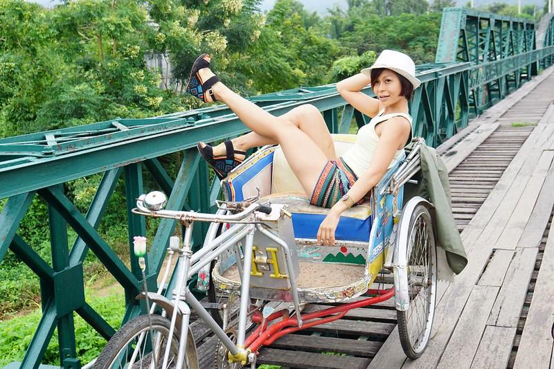 rebecca saw - memorial bridge - chiangmai-001