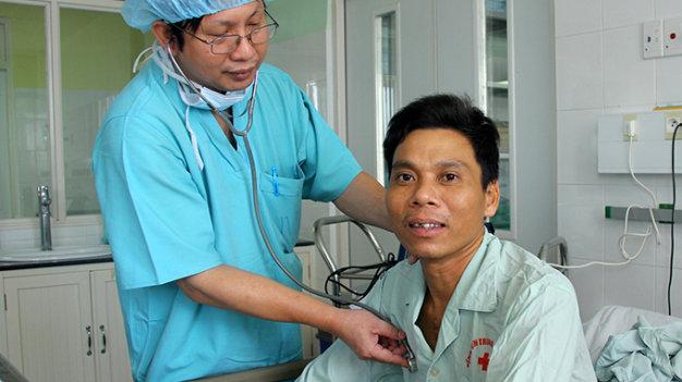 Phẫu thuật cấy tim nhân tạo thành công tại Việt Nam