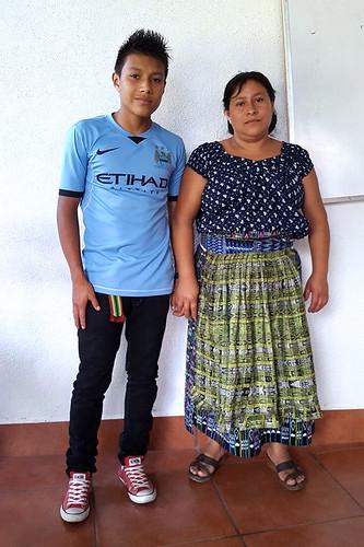 Pablo Yojcom Chavajay y madre