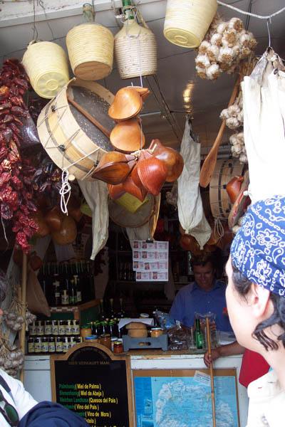 Una tienda de Vallehermoso. © Paco Bellido, 2003