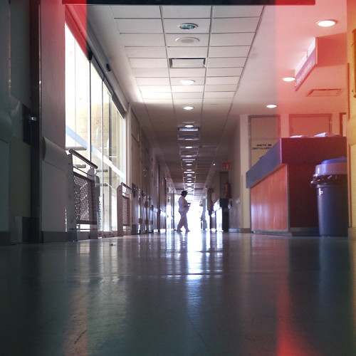 life light luz hospital hope for bokeh pov low hallway pointofview pasillo 4s thesmiths iphone iphoneography mexture