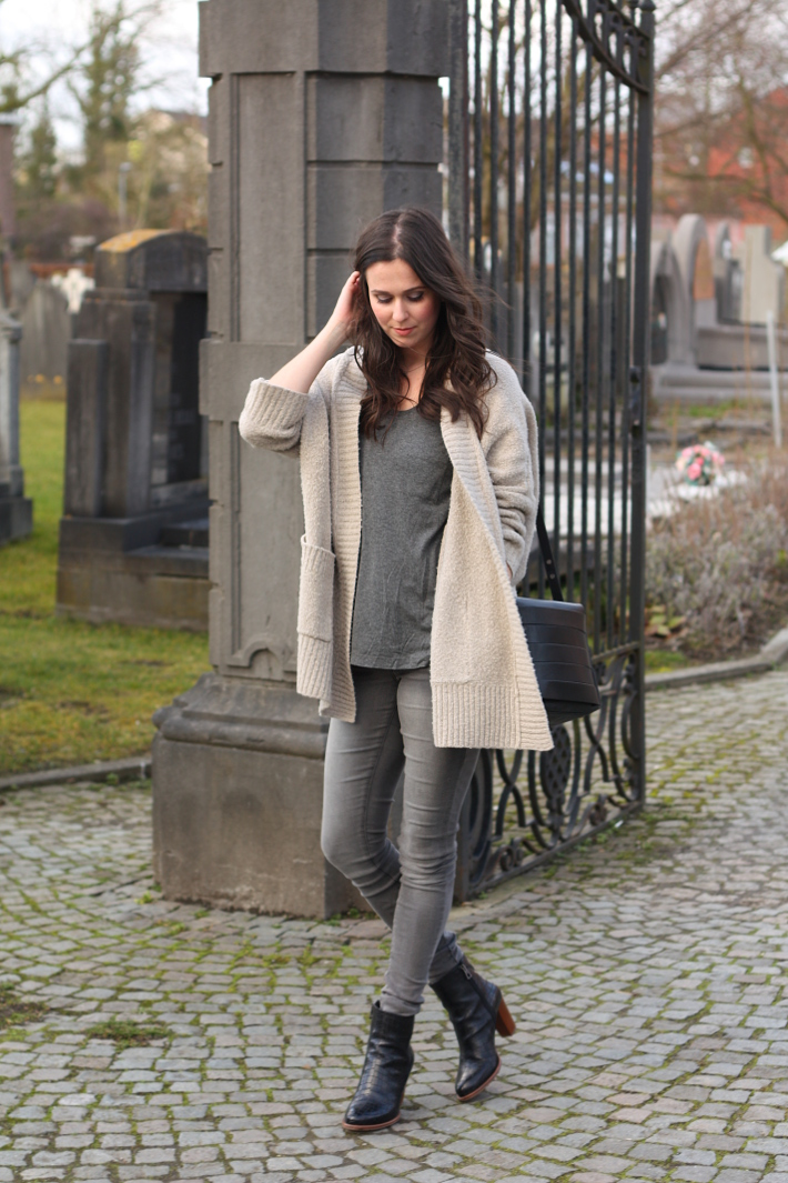 d657635f4b Outfit  grey skinny jeans