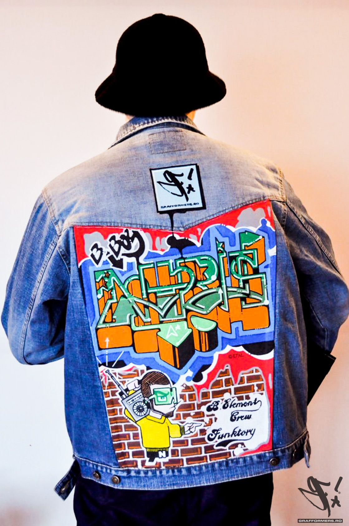 01-20120316-custom_graffiti_denim_jacket_for_bboy_noris_blmnt-grafformers_ro