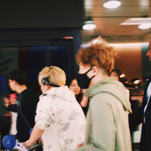 Big Bang - Newark Airport - 08oct2015 - Fan - 02