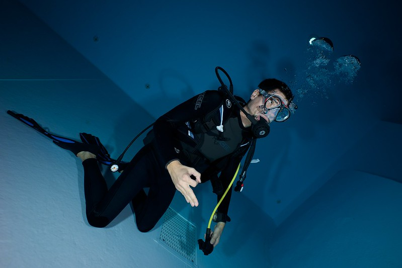 Indoor Diving avec le 15 mm Nikonos 15147823434_3df7f54783_c