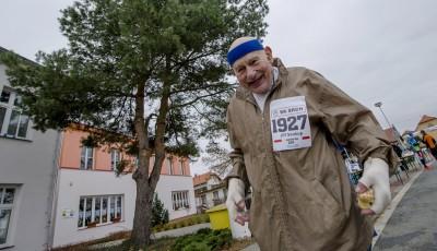 87letý Jiří Soukup zaběhl v Srchu maraton. Vítězem Vabroušek