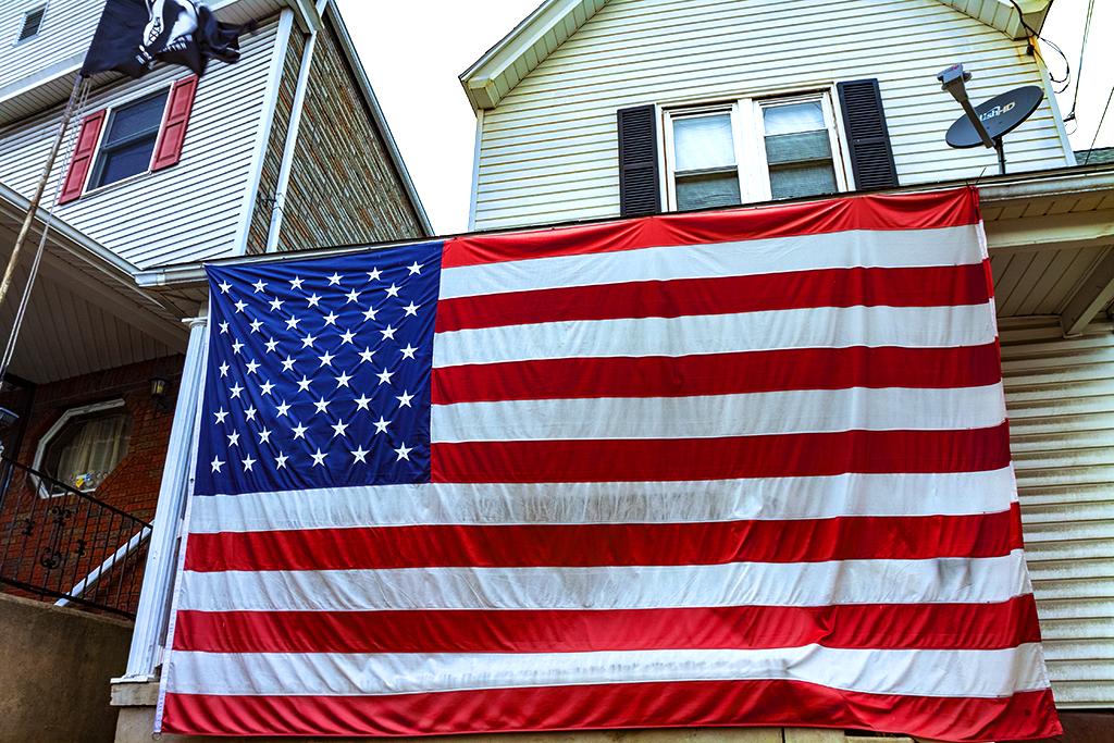 Large-flag--Taylor