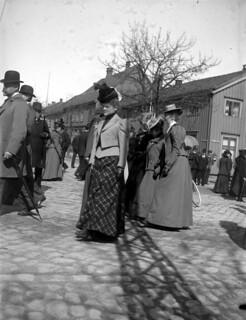 Mote og gateliv i Kongens gate (ca. 1905)
