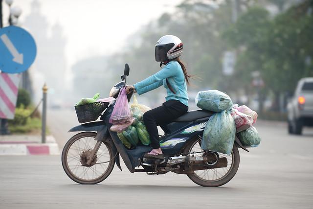 LAO123 Laotian woman rider - Vientiane 27 - Laos