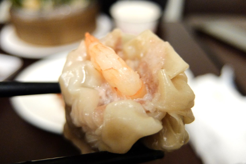 蝦子就這樣躺在燒賣上,但這燒賣的肉跟湯包的肉很像