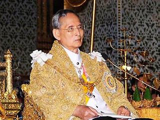 Ca phẫu thuật sỏi mật cho nhà vua Thái Lan