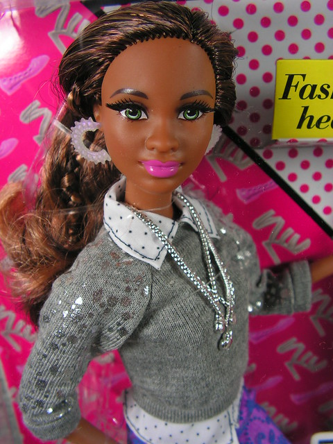 2014 Barbie Style Grace CJP78 (1)
