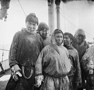3f463. Nentser (folkegruppe) på besøk om bord i «Correct»