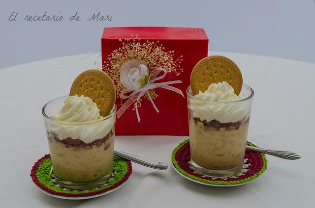 Vasos de mousse de galletas, guayabo y crema de queso