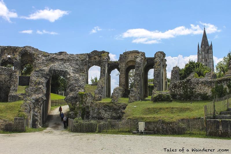 SAINTES - Amphithéâtre gallo-romain / Basilique Saint-Eutrope