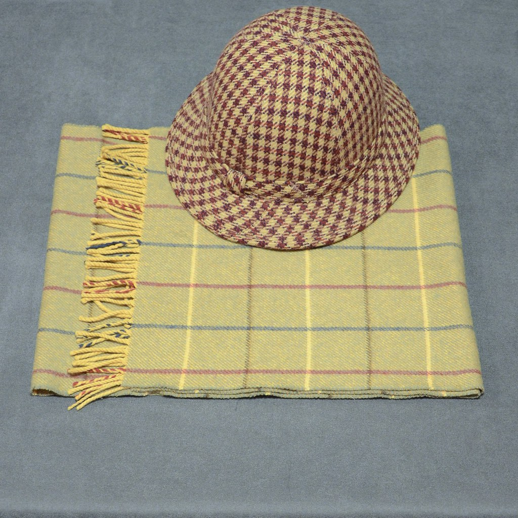 Burberry Cashmere Scarf - Wool Hat
