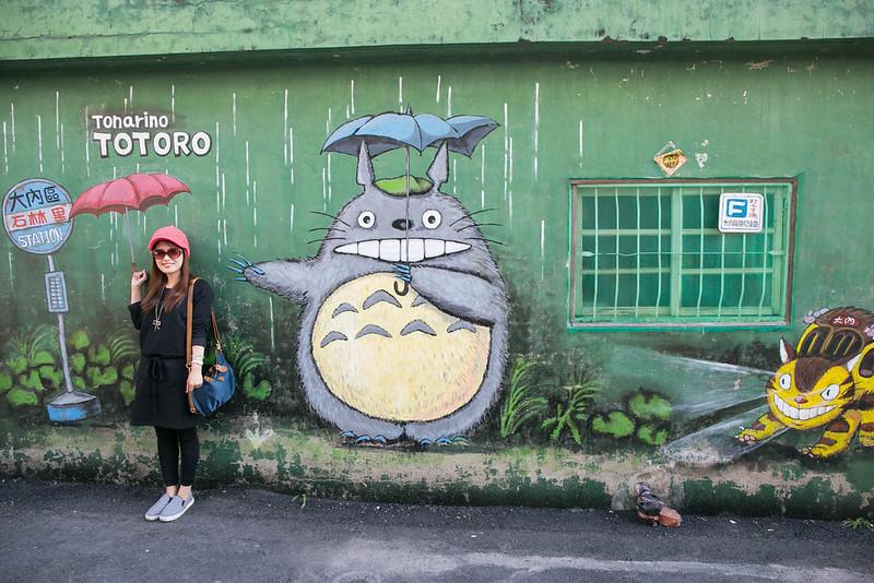 [景點] 台南 大內石林里 龍貓公車站彩繪村 畫風細緻,來跟龍貓一起等公車吧!